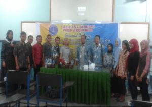 Foto Bersama Dosen, Pemateri dan Mahasiswa