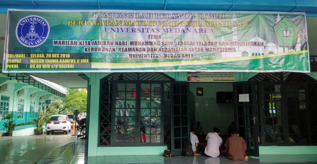 Kegiatan Maulid Nabi yang diadakan oleh para mahasiswa islam Fakultas Ekonomi UMA