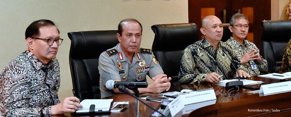Kadiv Humas Polri Boy Rafli memberikan keterangan pers terkait penyesuaian tarif PNBP STNK dan BPKB di kantor Staf Presiden, Jakarta